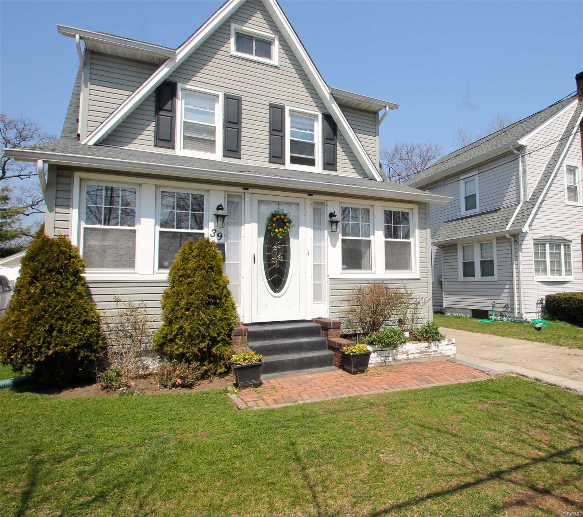 39 Monroe Street, Lynbrook (SOLD 1 DAY OVER ASKING)
